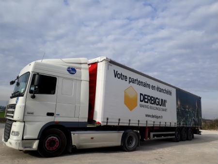 Nouvelle Semi-remorque Transports Coué aux couleurs de Derbigum