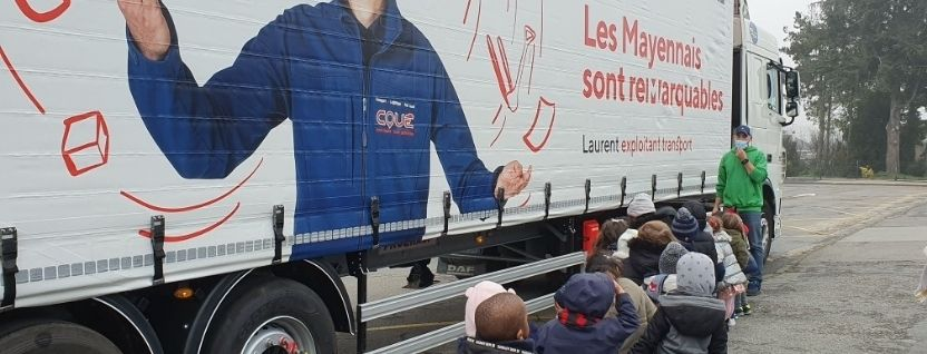 Presentation of a Transports Coué truck to a kindergarten class in Laval photo 1
