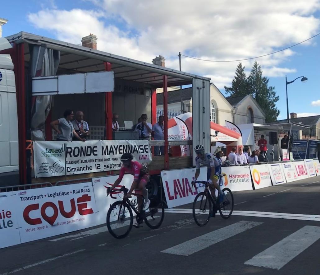Transports Coué partenaire de la Ronde Mayennaise 2021 Arrivée
